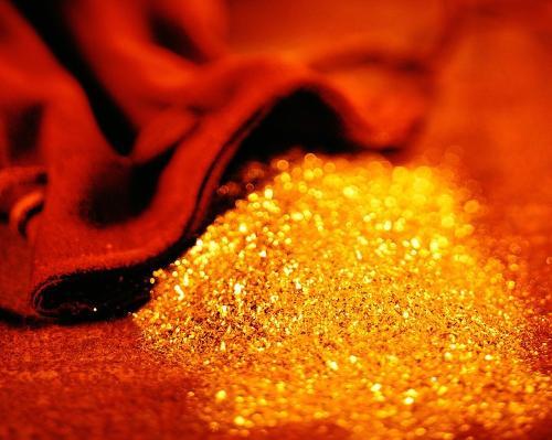 下半年现货黄金需求下降 地缘政治支撑着金价